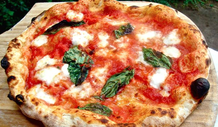 Pizza Calorie: sapete quante calorie ha una pizza?