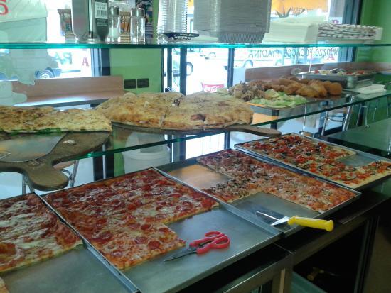 Vetrina Pizza: il tuo locale deve avere la più bella vetrina per pizza in assoluto per mostrare le tue prelibatezze!